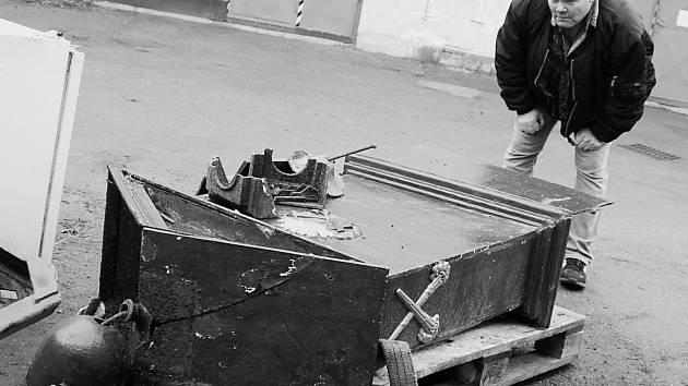 Poškozený náhrobek Mozartova syna čeká rozsáhlá oprava.