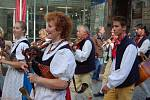 Z Karlovarského folklorního festivalu.