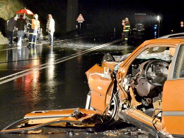 Nehoda u Stružné na silnici I6, při které zahynuli dva lidé.