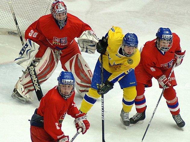 Ve čtvrtém zápasu Turnaje čtyř se utkali mladíci z ČR se Švédy.