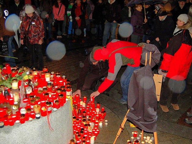 Karlovaráci si v pátek odpoledne připomínali památku Václava Havla
