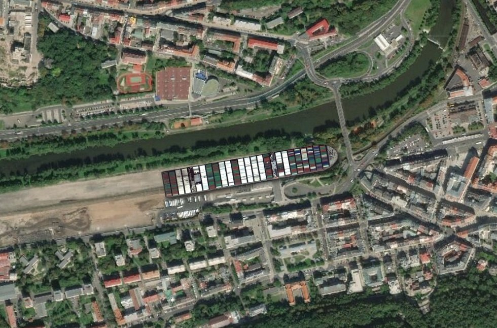Ever Given na Dolním nádraží v Karlových Varech.