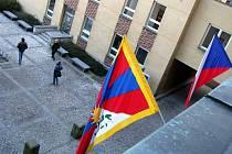 Vlajka zavlála i nad karlovarským magistrátem