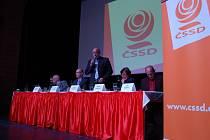 Představitelé ČSSD v Karlových Varech na setkání s občany