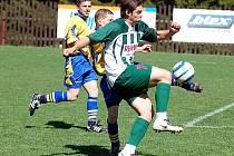 V dalším kole III. fotbalové třídy bylo na programu derby horalů, které velmi dobře zvládl Pernink (v pruhovaném), když porazil Potůčky v poměru 3:2.