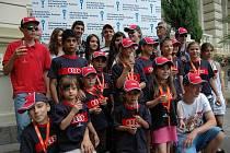 Prvními hvězdami MFF byly děti. Před Grandhotelem Pupp se v rámci MFF konala akce pro děti z Dětského domova Karlovy Vary a SOS vesničky v Doubí. Před Pupp děti přivezly luxusní vozy, kde si připily s prezidentem festivalu Jiřím Bartoškou.