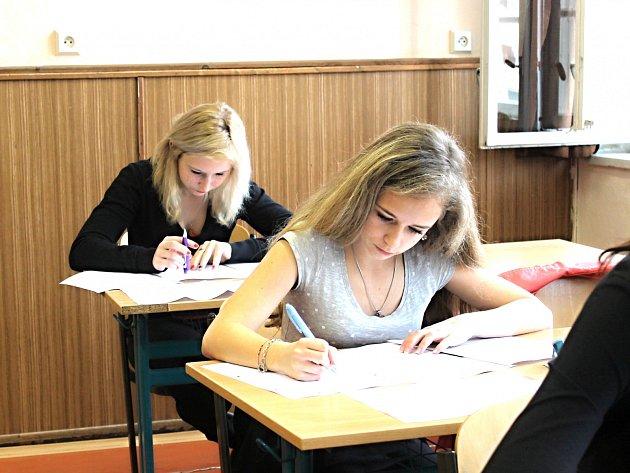 Studenty čekají přijímací zkoušky už v pátek 15. dubna.