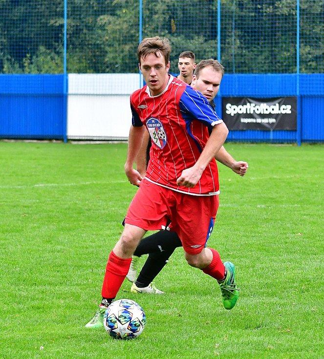Premiérovou výhru zaznamenali v podzimní části přeboru fotbalisté nejdecké rezervy, když porazili Bochov 2:0.