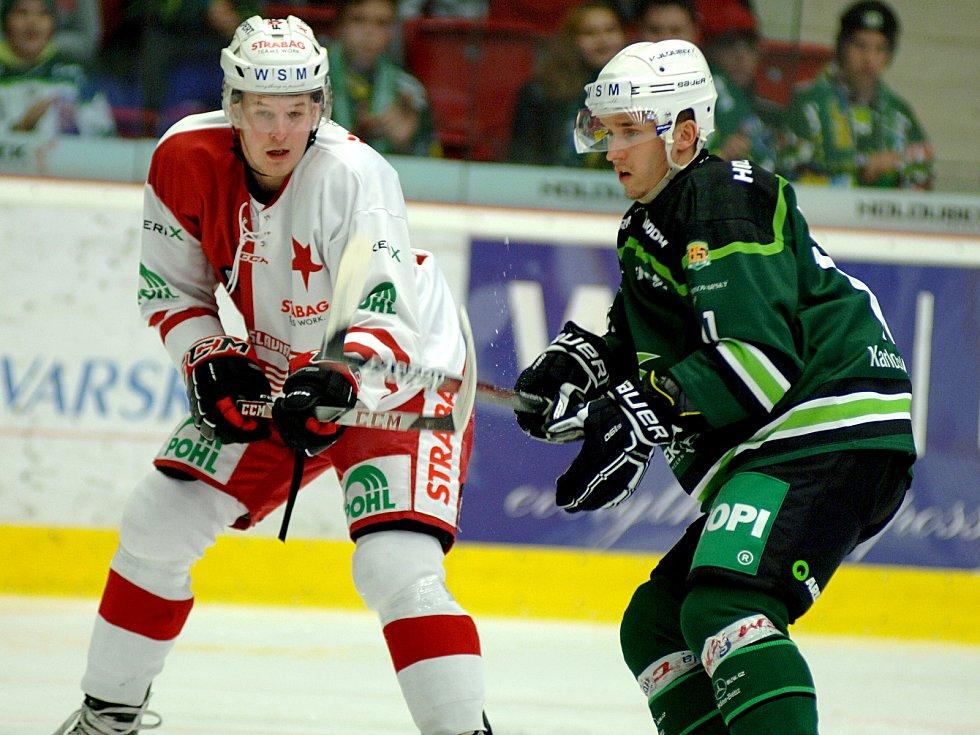 Hokejisté HC Energie (v zeleném) si to rozdali s pražskou Slavií.