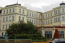 Komplex budov bývalého sídla Becherovky, současný Becherplatz