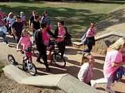 V Ostrově se při druhém ročníku Avon pochodu na podporu boje s rakovinou prsu vydaly desítky lidí