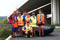 MLADÍ A NADĚJNÍ PLAVCI na Karlovarsku se pomalu připravují na profesní dráhu záchranářů nebo plavčíků.
