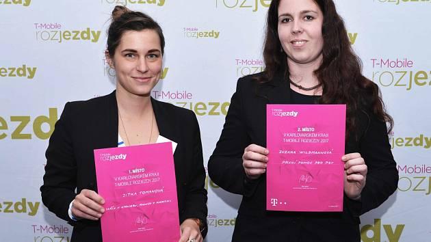 První místo získala v soutěži T-Mobile Rozjezdy v Karlovarském kraji Jitka Tomanová s porcelánovým projektem. Druhá byla Zuzana Wildmannová s projektem psím (zleva).