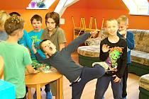 Sadovská škola je chloubou obce a má nedávno vybudovanou družinu a děti se tu rozhodně nenudí.