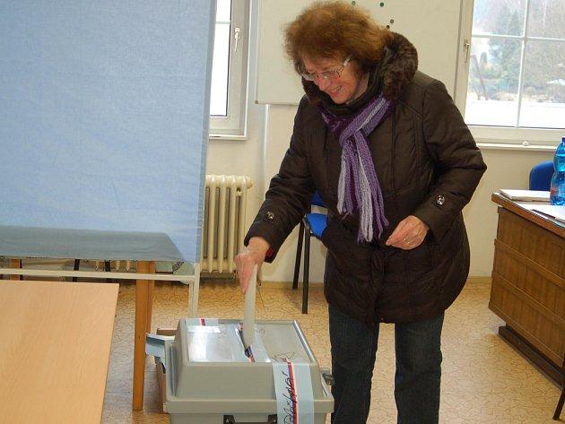 VOLBY. V Březové se v sobotu znovu otevřela volební místnost a lidé volili své zástupce do zastupitelstva.