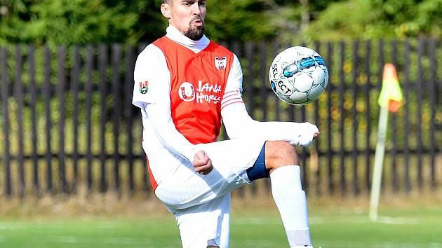 Čtyři branky vstřelil o víkendu Verušičkám kapitán Ajaxu Kolová Jakub Gábner (v červenobílém).