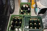 Policisté zabavili několik stovek lahví.