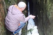 UNIKÁTNÍ Vlčí jámy nad Horní Blatnou, na jejichž dně bývá sníh po celý rok.