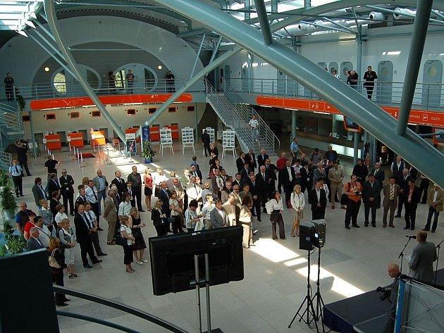 Otevření nové odbavovací haly karlovarského letiště.