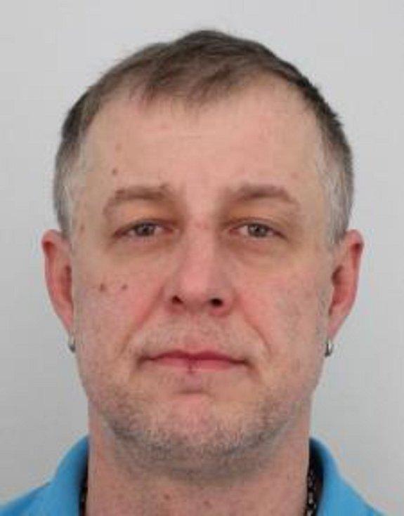 Podezřelým má být Petr Pek z Chebu.