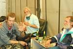 Redaktoři Deníku prošli bývalý areál pivovaru. Je plný odpadků, ale i potřeb pro narkomany. V odstavených kamionech bydlí bezdomovci. Foto: Dominik Hron