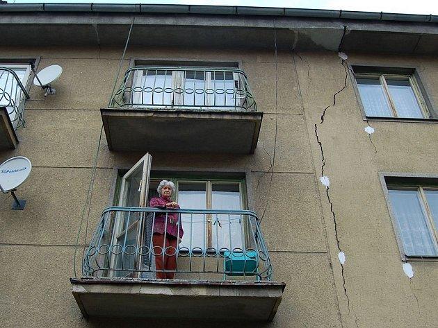 Zbourat. Tak zní verdikt statika po prohlídce domu v Anglické 23 v Karlových Varech.