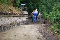 Výstavba nové stezky pod vilou Milutina Periče.