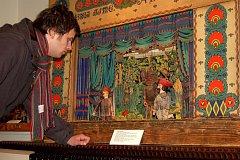 Divadelní představení v karlovarském muzeu.