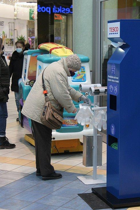 Dezinfekce využívá jen málokdo, stěžují si prodavačky.