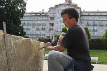 Mladí sochaři tvoří plastiky pod Imperialem