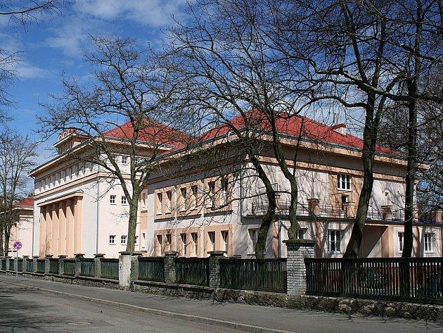 Střední škola živnostenská v Sokolově.