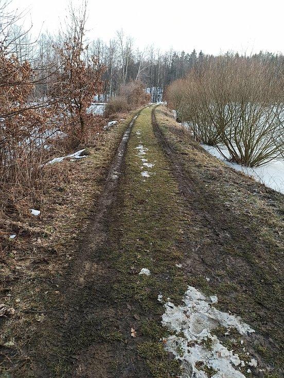 Cesta na farmu Kozodoj patří k jedněm nejkrásnějším místům, co může okolí Karlových Varů nabídnout.
