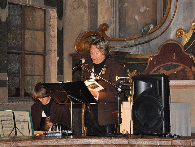 Die wandernden Målaboum  (Vandrující malíři) Vojtěch (vlevo) a Richard Šulkovi se představili publiku na poslední akci letošního cyklu Živé Skoky 2011.
