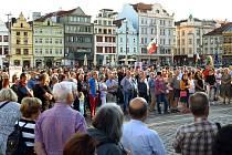 Ilustrační foto: Shromáždění lidí v Plzni.