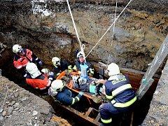 V Otovicích dělníka během výkopu zavalila sutina. Zemřel v nemocnici