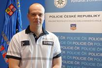 Policista, podpraporčík Vojtěch Moucha, zachránil muže, který chtěl skončit z mostu.