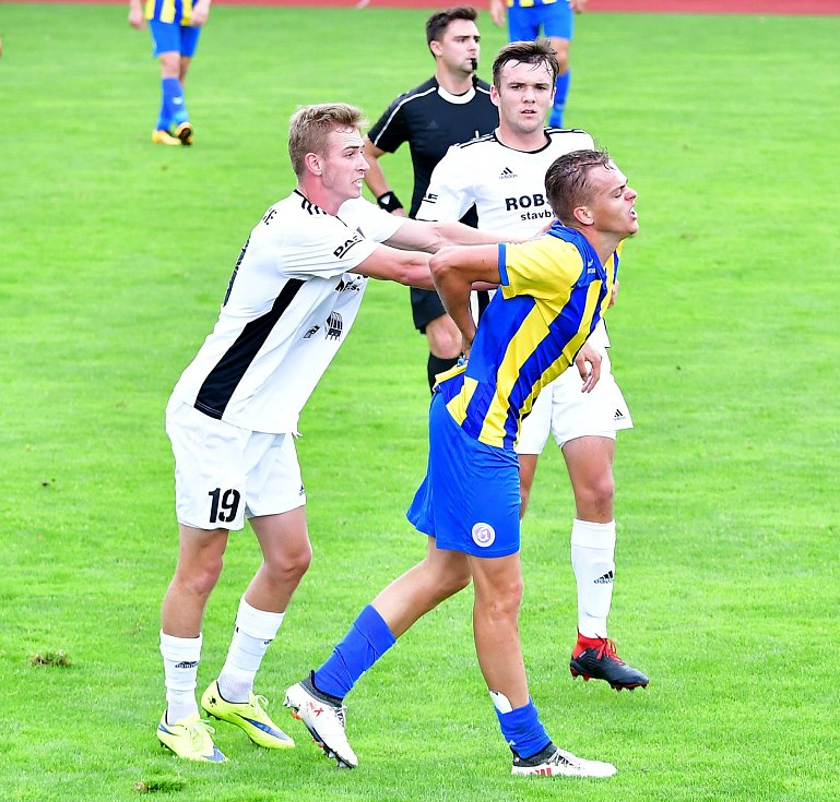 Viktoriáni prozatím marně vyhlíží dohrání jarní části soutěže, když stadion U Ferdinandova pramene fotbalově osiřel.