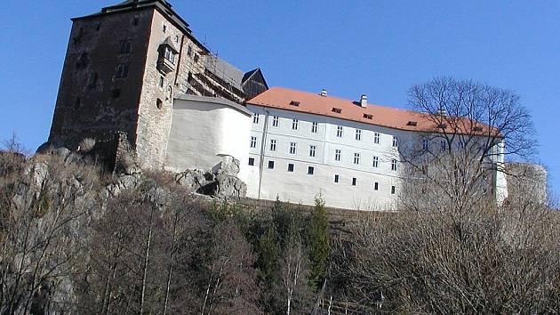 ZATÍM ČEKÁ NA OPRAVU. Bečovský hrad zatím veřejnosti zpřístupněn není, protože už roky čeká na svou opravu.