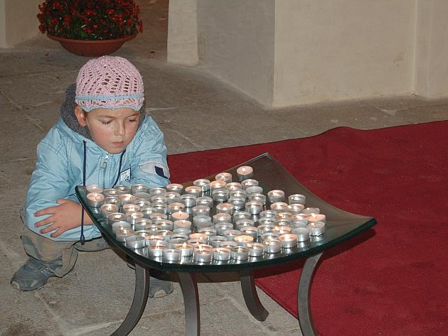 Kaple sv. Floriána je zasvěcena obětem násilí, páchaného v minulosti. Připomíná je všem, i dětem.