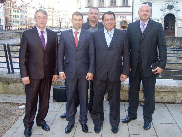 Národní socialisté LEV21 v čele s předsedou Jiřím Paroubkem a krajským šéfem Tomášem Hybnerem věří, že by krajské volby mohly dopadnout úspěšně.