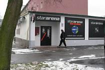 HERNA v ulici Karla Kučery v karlovarských Dvorech se některým místním nelíbí a sepsali kvůli tomu i petici. Úspěchu v podobě zákazu hracích automatů v tomto objektu ale nedosáhli.