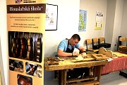 V Karlovarském kraji se můžete stát i mistrem houslařem. Tento obor nabízí ISŠ Cheb