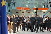 Ministři EU si prohlédli karlovarské letiště.