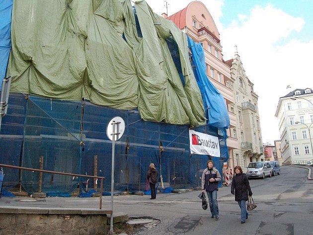 TERNO PRO REALITKY. Byty v lázeňském území v Karlových Varech patří k nejdražším v Česku. Investoři o tom moc dobře vědí, a tak lázeňská část zažívá už několik let stavební boom.