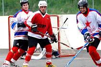Třetí utkání čtvrtfinále play-off I. ligy vyhrálo CSKA Karlovy Vary 4:3 po prodloužení. Čtvrtý zápas už si hosté pohlídali a zvítězili v Karlových Varech 7:4. Celkově tak postupují dál a to poměrem 3:1.