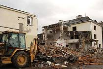 Díky listinám z katastru redakce Deníku například přišla na to, že Imobilia Tre, která kupovala od města areál bývalé mlékárny, na tomto obchodě vydělala.