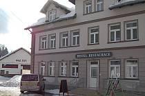 Potenciál Nových Hamrů posílila rekonstrukce hotelu Zívr a vybudování ski centra (snímek nahoře).