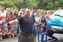 Devět borců z celé republiky soutěžilo v sobotu v Ostrově o titul Nejsilnějšího muže Ostrova, memoriálu Karla Kunze. Vítězem se stal takřka místní silák František Bauer.
