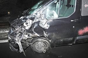 Nehoda dvou automobilů u Karlových Varů.