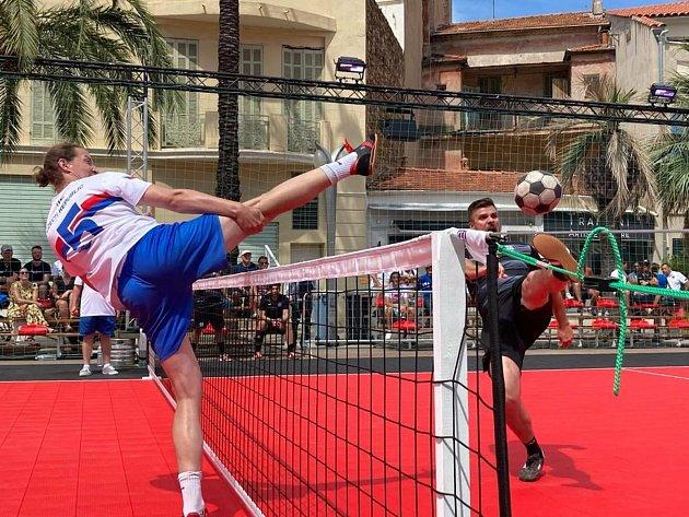 Dvě zlata a jeden bronz vybojovali nohejbalisté na mezinárodním turnaji ve Francii. Kategorie mužů brala první místo, ktomu pak přidaly ženy ve své kategorii zlato a bronz.